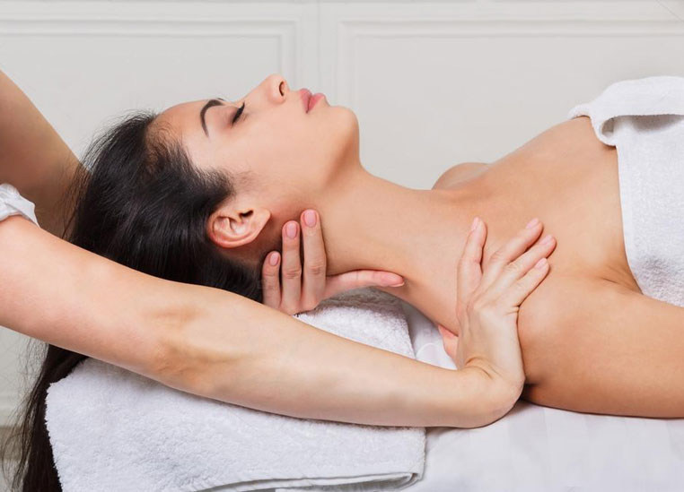 training-massage-massage-face-neckline